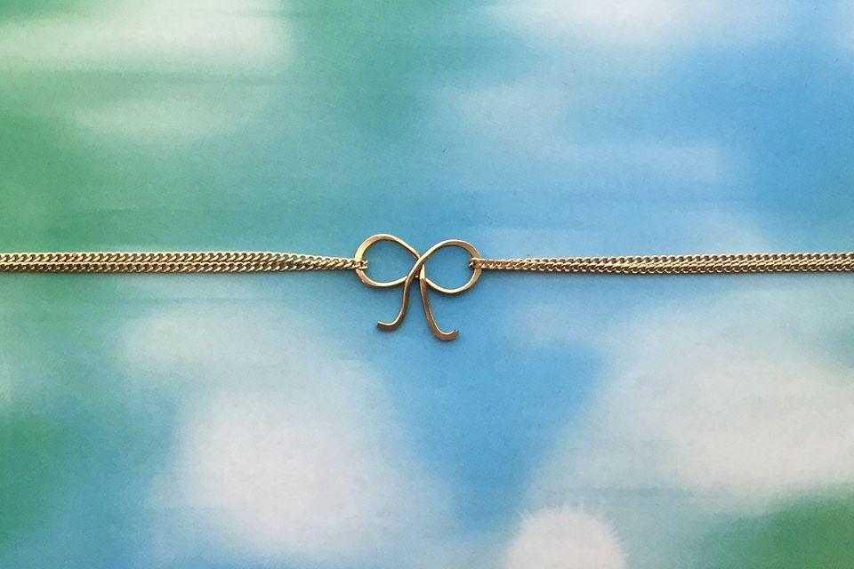 Wire bow bracelet