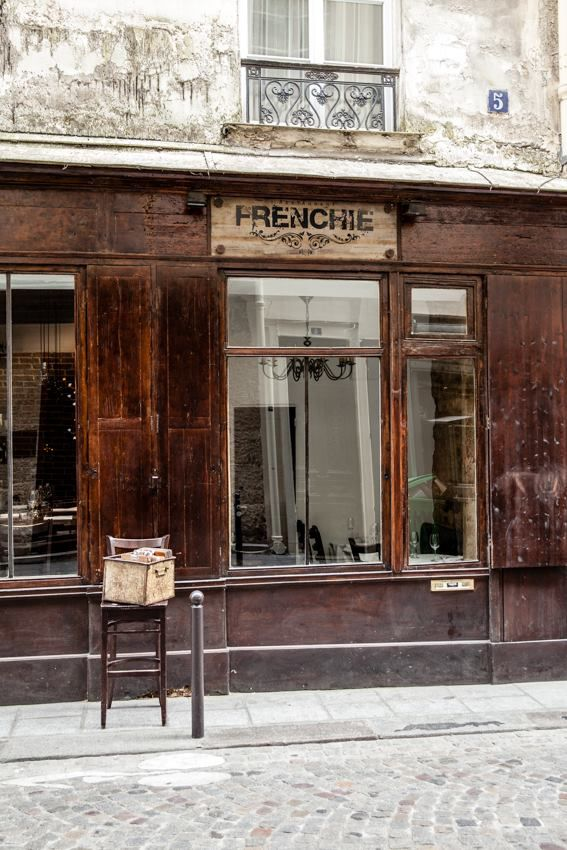 7 best wine bars in paris picks for a glass or meal for Restaurant miroir montmartre