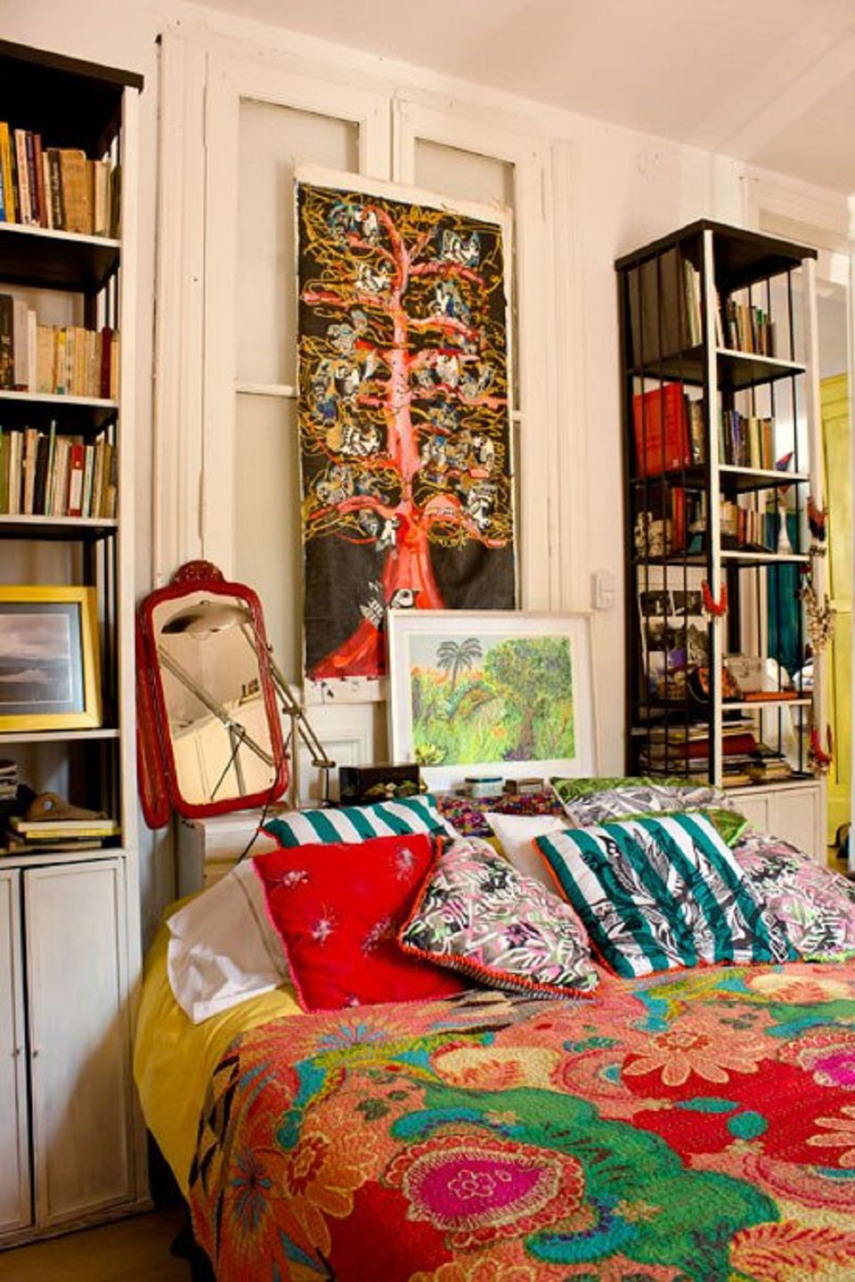 Beautiful boho bedroom decorating ideas and photos - How to decorate a bohemian bedroom ...