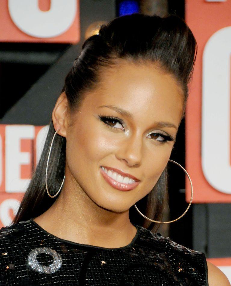 Alicia Keys arrives for the MTV Video Music Awards