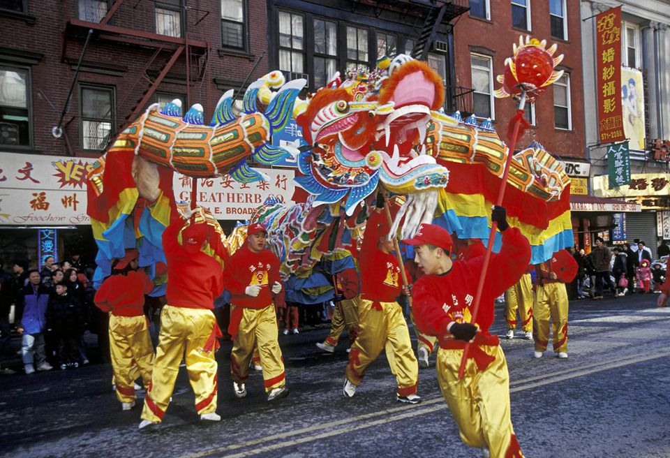NEW YORK CITY. CHINATOWN. DRAGON DANCERS ON EAST BROADWAY, DURING CHINESE NEW YEAR PARADE.