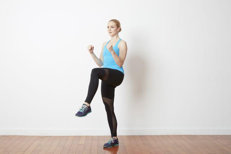 Fare jogging con le ginocchia alte