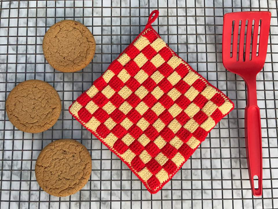 Crochet checkerboard pattern