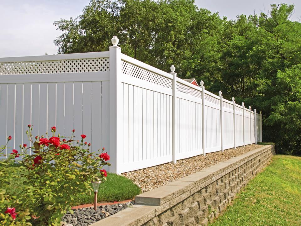 Wood vs vinyl fences point by comparison