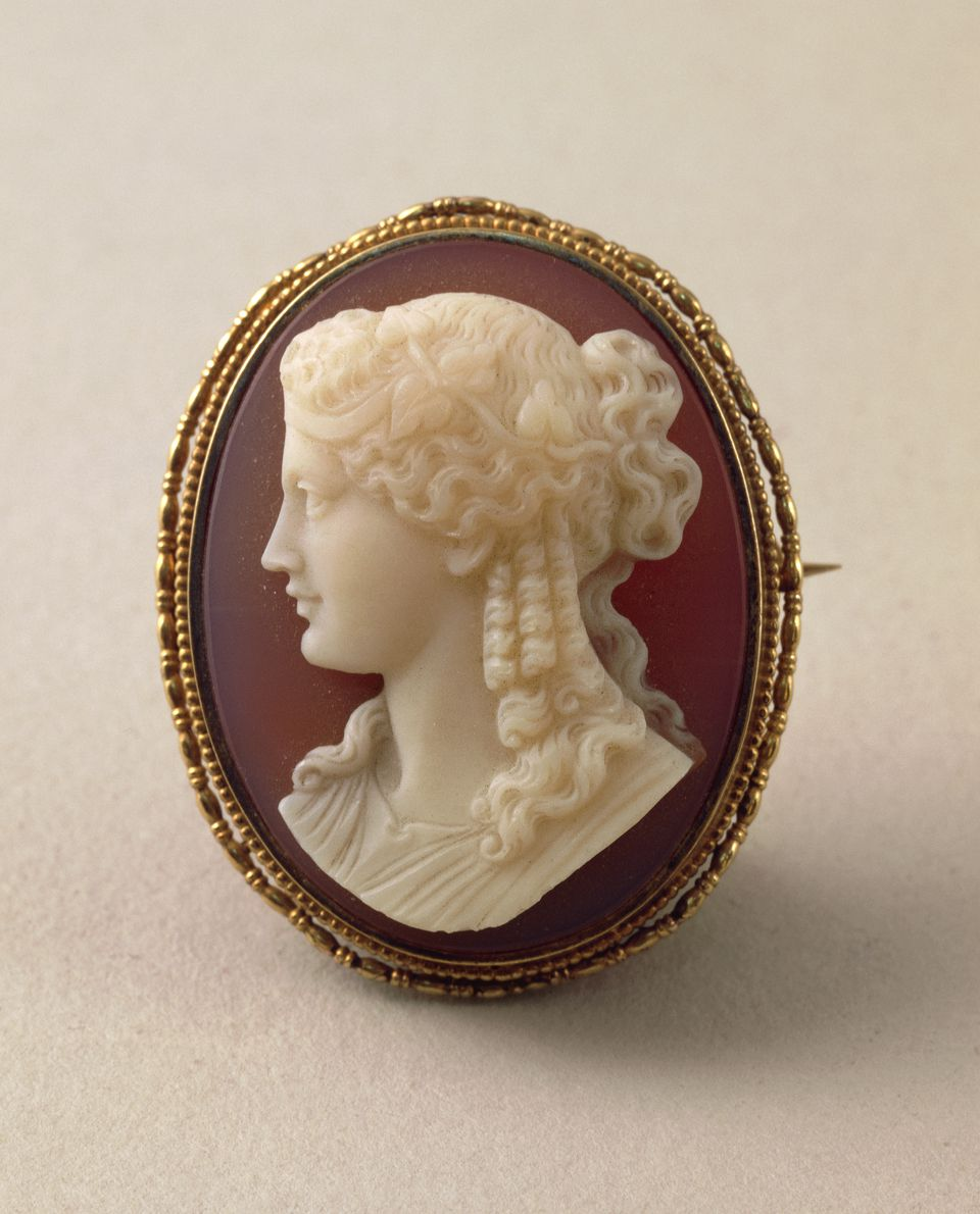 How to determine if cameo jewelry is valuable.
