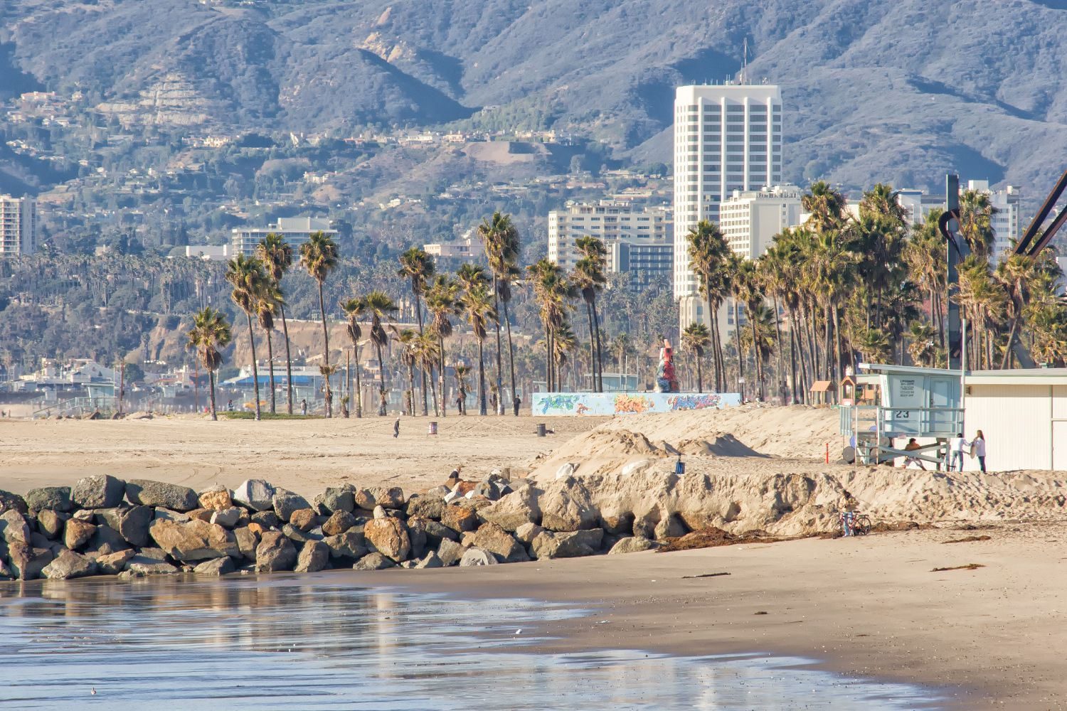 How to plan a weekend of play in santa monica venice for Weekend getaway near los angeles