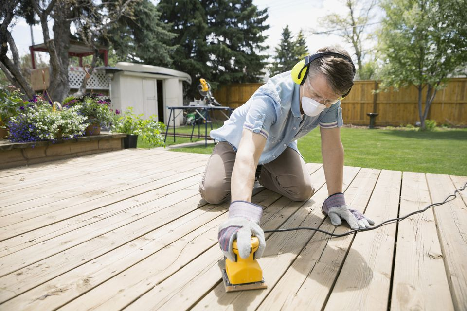 Cleaning And Brightening A Wood Deck With Oxygen Cleaner