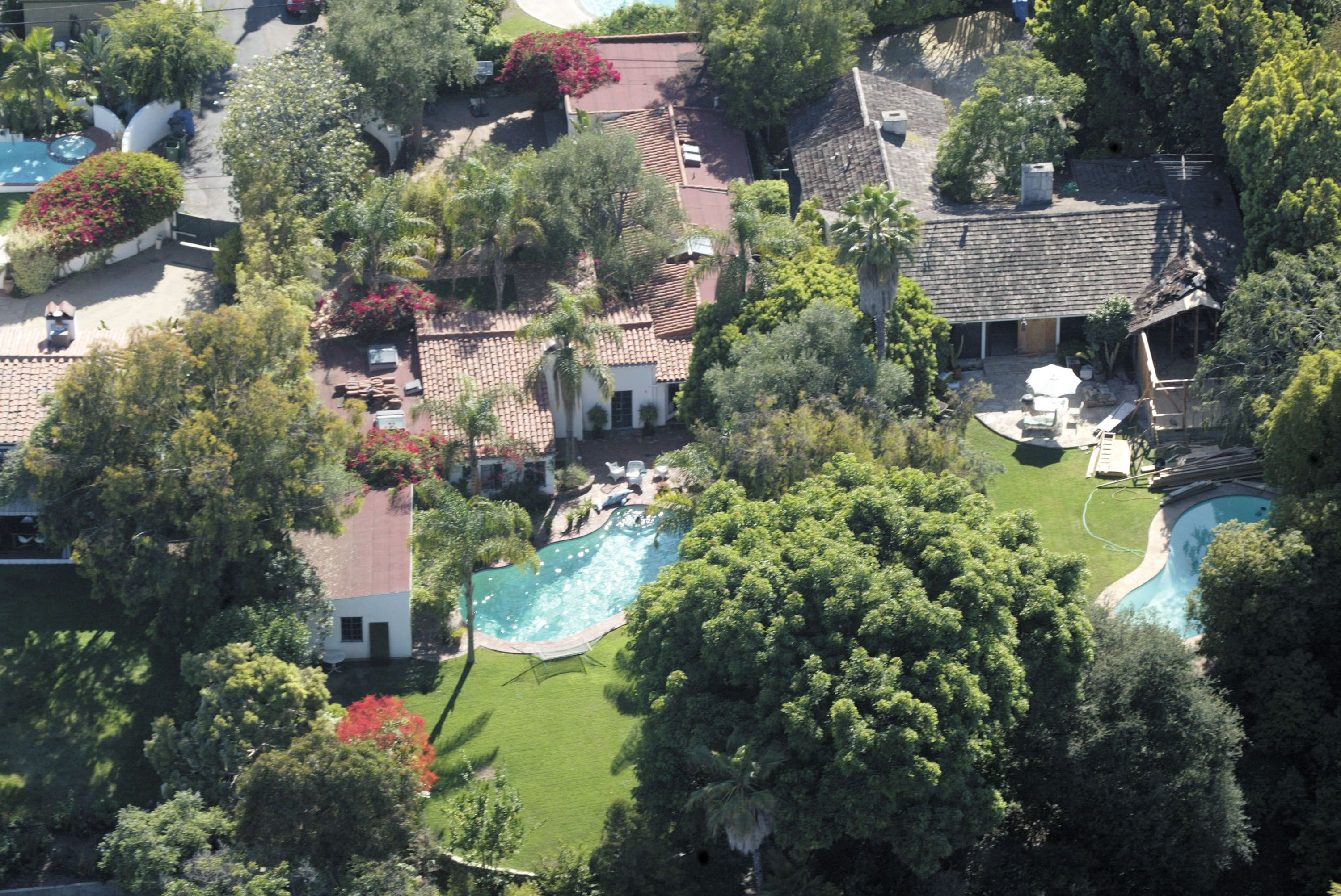 Marilyn Monroe Mansion Take A Tour Of Marilyn Monroe's Brentwood House