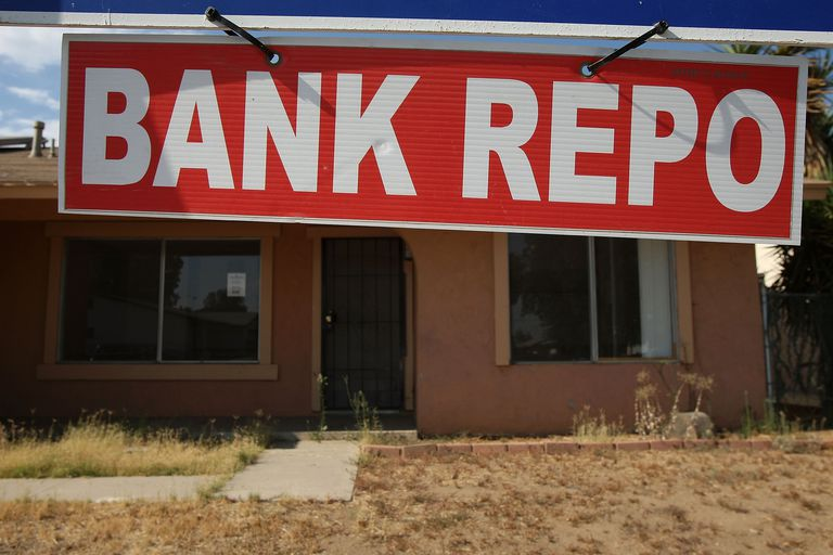 bank repo sign in front of home