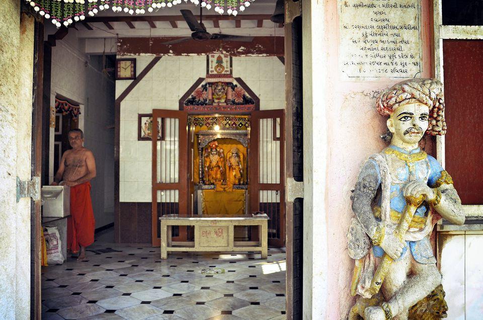 Banganga Tank Photo Tour Inside Ancient Hidden Mumbai