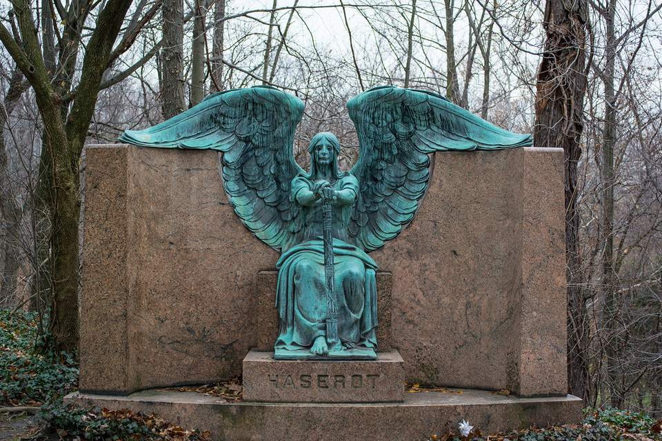 Angel of Death Victorious by Herman Matzen, Haserot plot, Lake View Cemetery