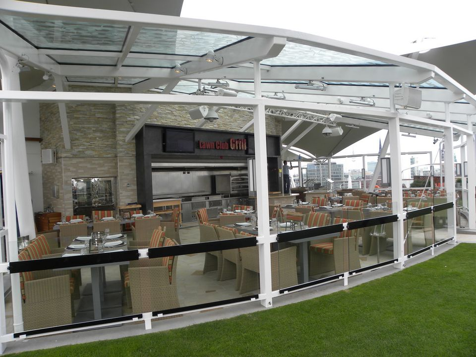 Celebrity Silhouette - Lawn Club Grill