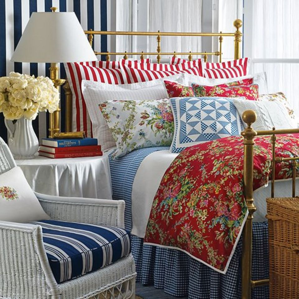 Blue And Red Bedroom Designs Bedroom Colours For Guys Sleigh Bed Bedroom Ideas Best Master Bedroom Colors: The Bedroom Goes Red, White And Blue