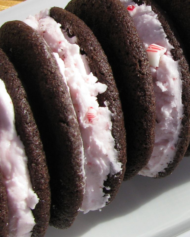 chocolate-peppermint-sandwich-cookies