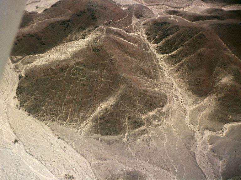 1024px-Nazca-lineas-astronauta-c01.jpg