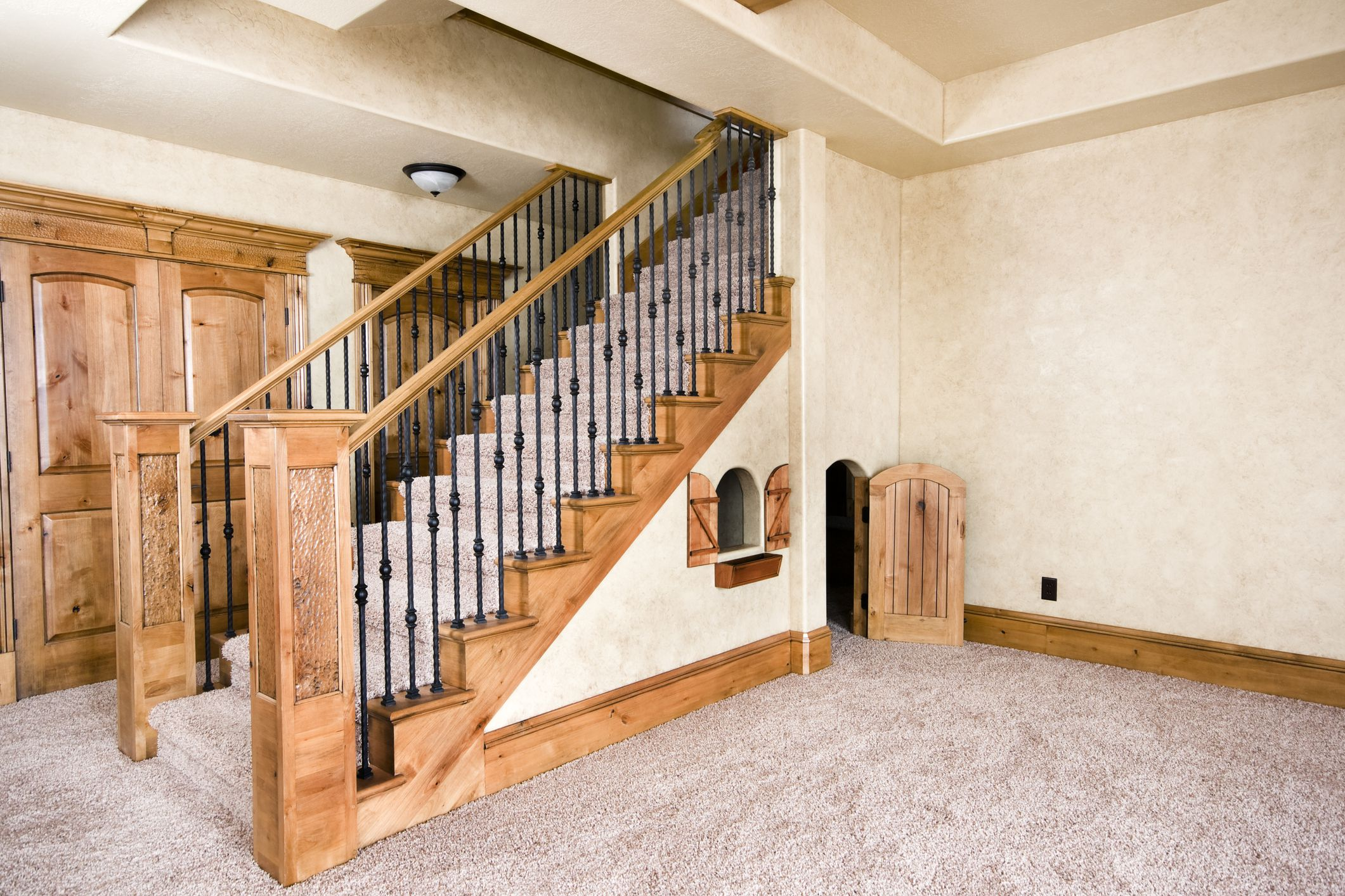 лестница в цокольный этаж в частном доме
