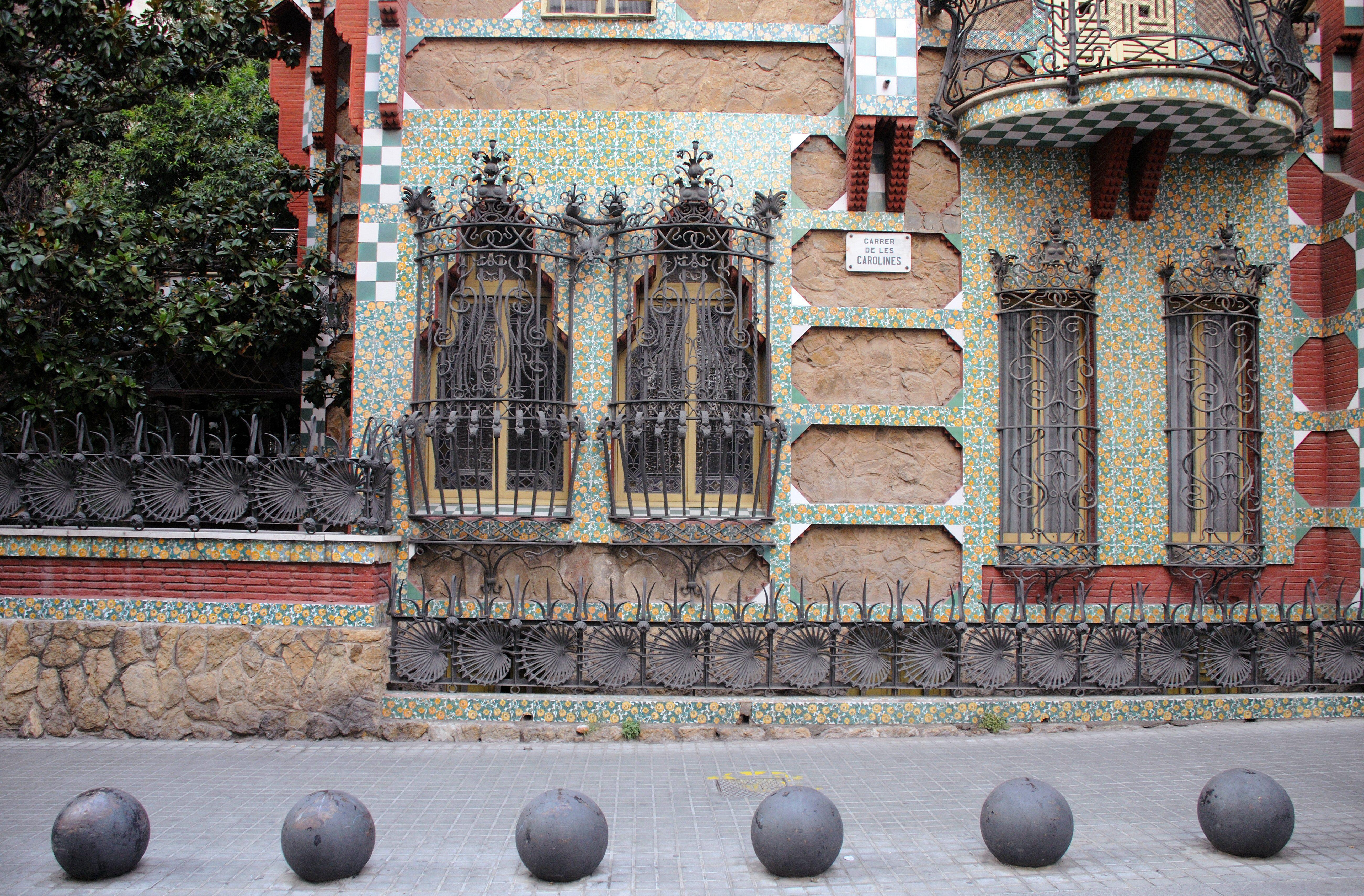 antoni gaudi art and architecture portfolio