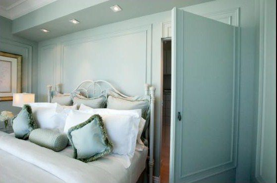 Creative Bedroom Closet Door Decorating Ideas