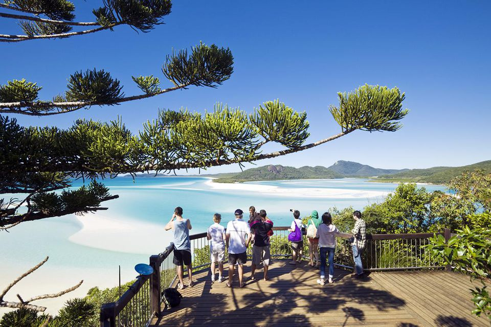 Tourists at scenic lookout overlooking Hill Inlet and Whitehaven Beach. Whitsunday Island, Whitsundays, Queensland, Australia