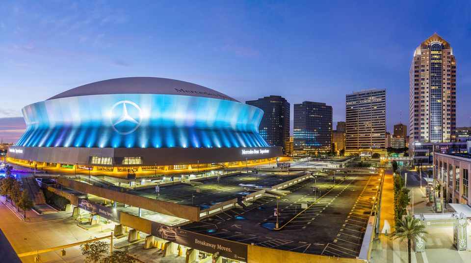Best restaurants near the new orleans superdome for Hotels by mercedes benz superdome