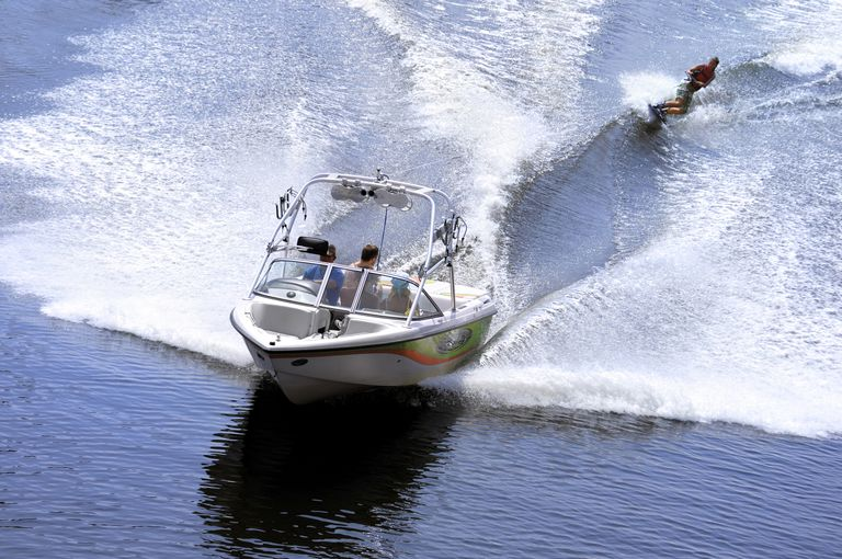 wakeboarding boat