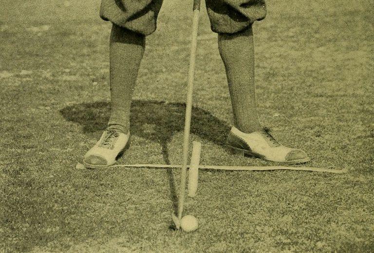 Cleek golf club preparing to play a shot