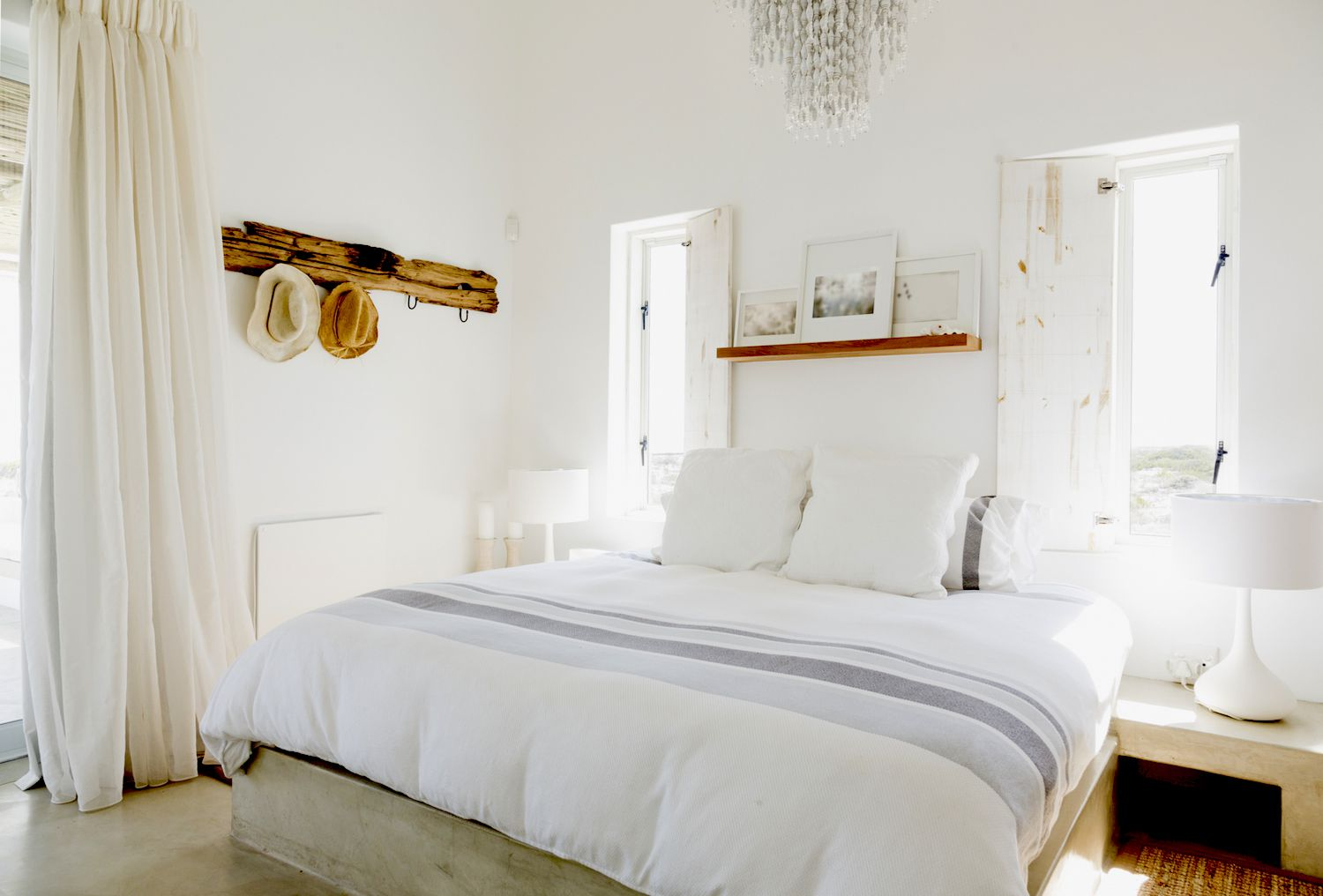 Home Staging Tricks To Enlarge Your Small Bedroom - Small white bedroom ideas