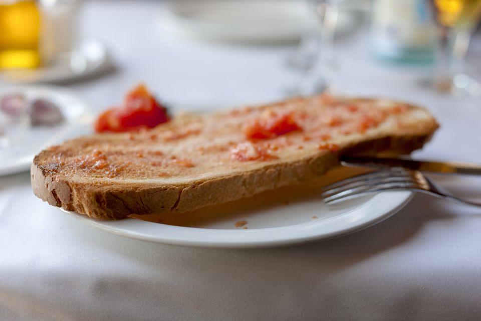 Pa amb tomàquet on a plate