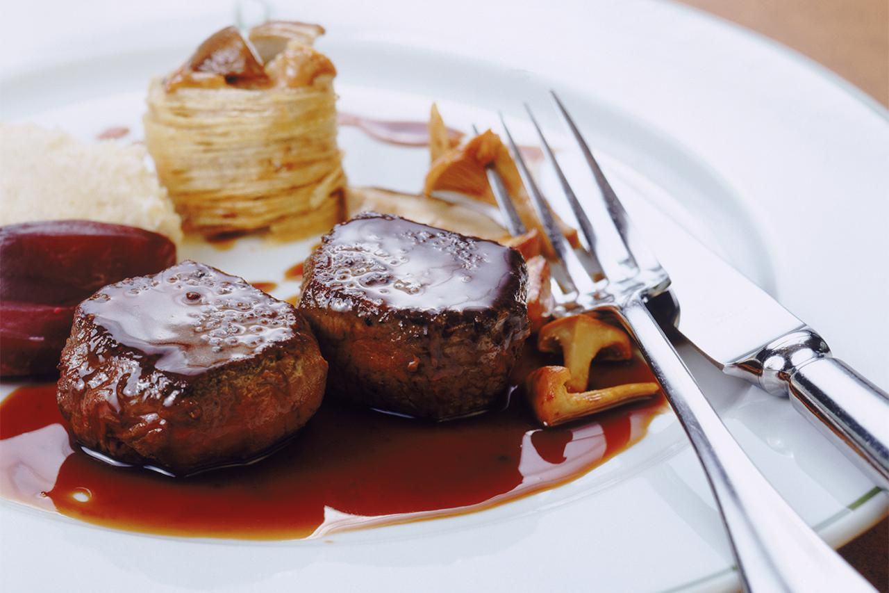 Classic french bordelaise red wine sauce recipe - Cuisine bordelaise ...