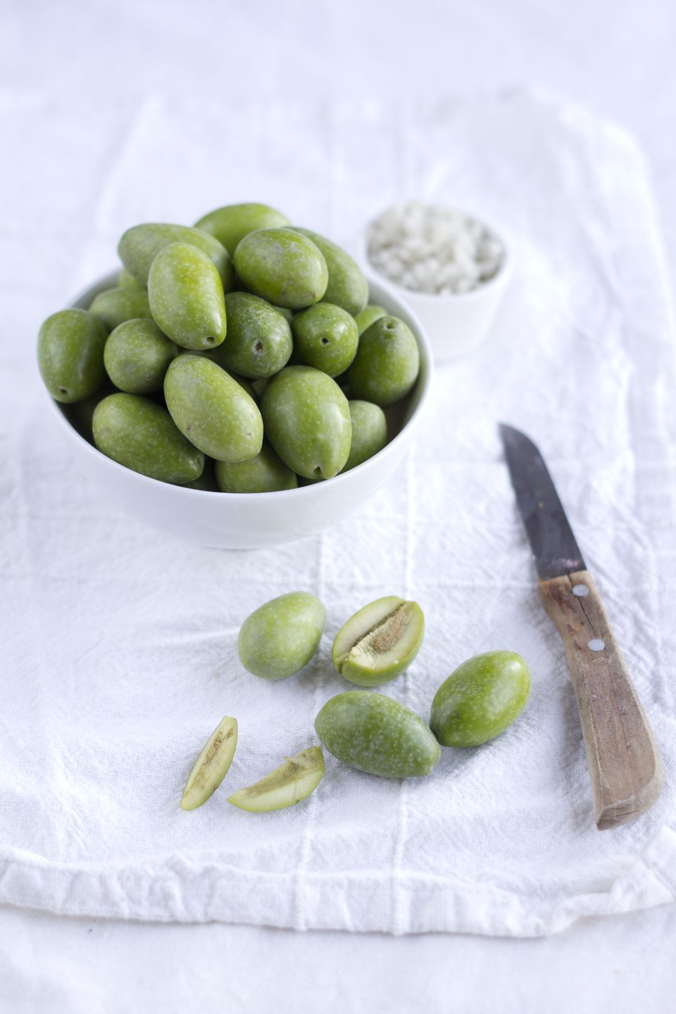 Preparing green olives for curing