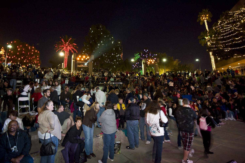 Arizona 39 s glendale glitters christmas festival for The glendale