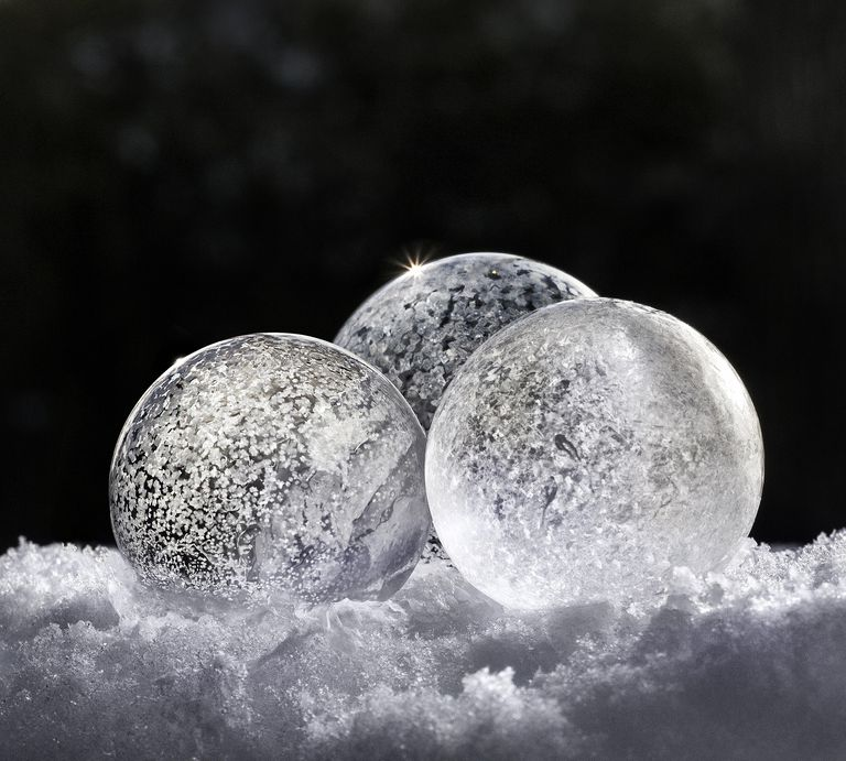 H2O freezing in bubble formations