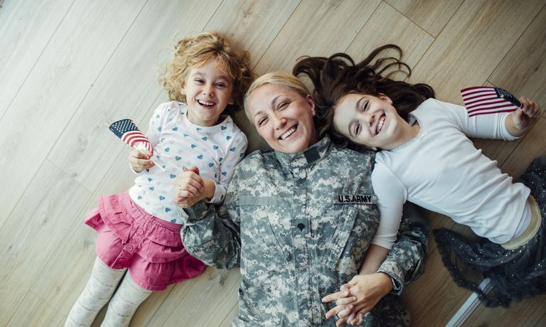 Army Mom Reunites With Her Little Girls.