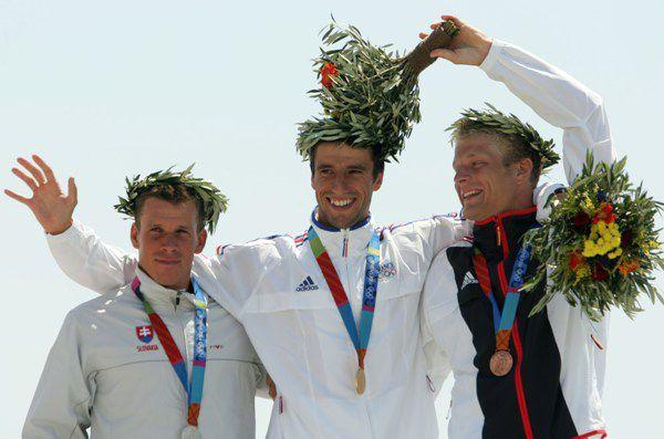 Tony Estanguet wins the gold medal in the 2004 Olympic Canoe/Kayak C-1 Slalom event.