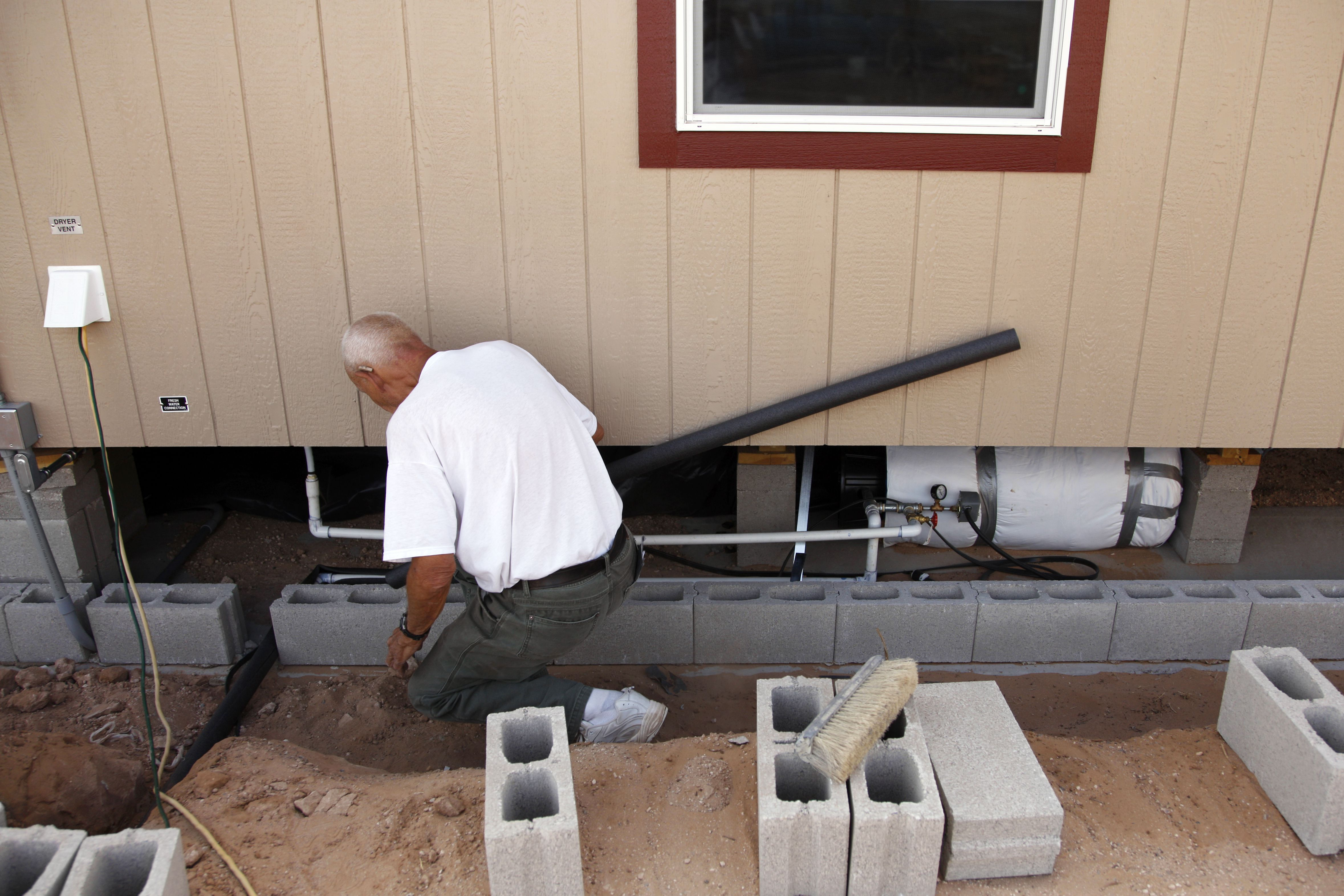 How to Shut f the Main Water Supply in a Mobile Home