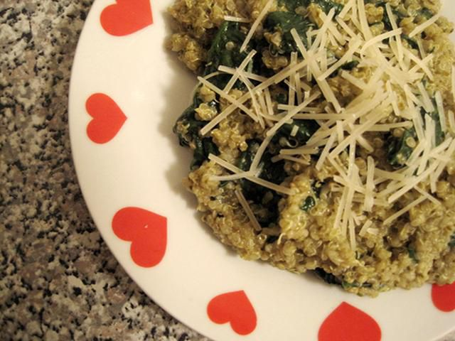 Vegetarian quinoa with pesto and spinach