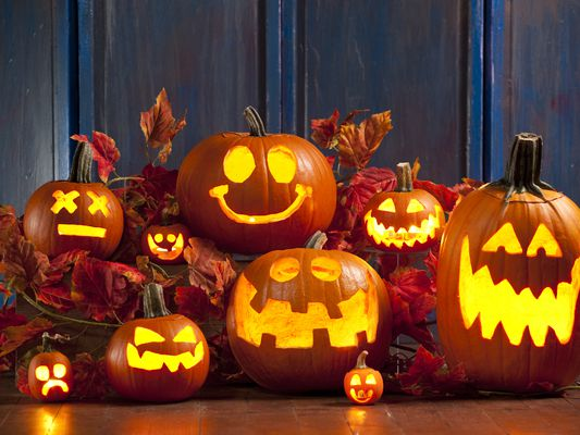 Jack-o-Lanterns to show pumpkin carving ideas