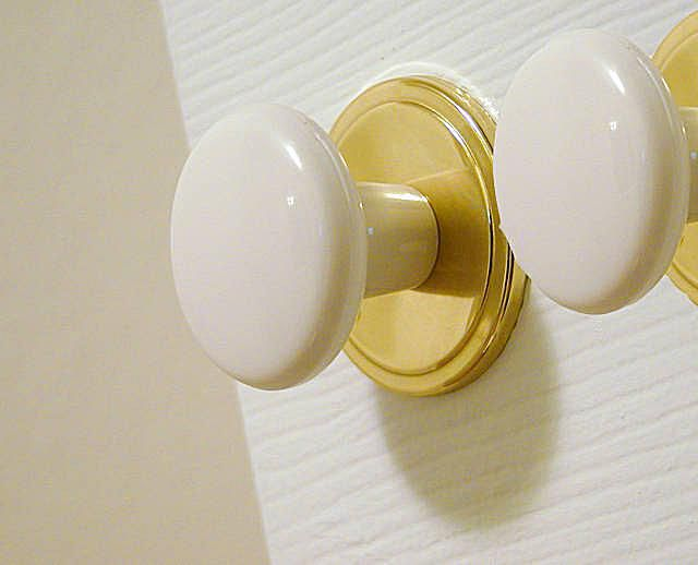 Door Knobs Can Be Used as Curtain Hooks