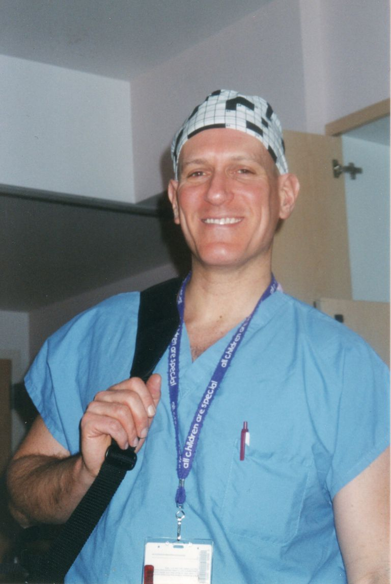 photo of a pulmonary physician (pulmonologist)