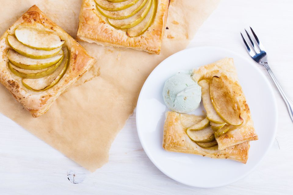Puff pastry apple tartr