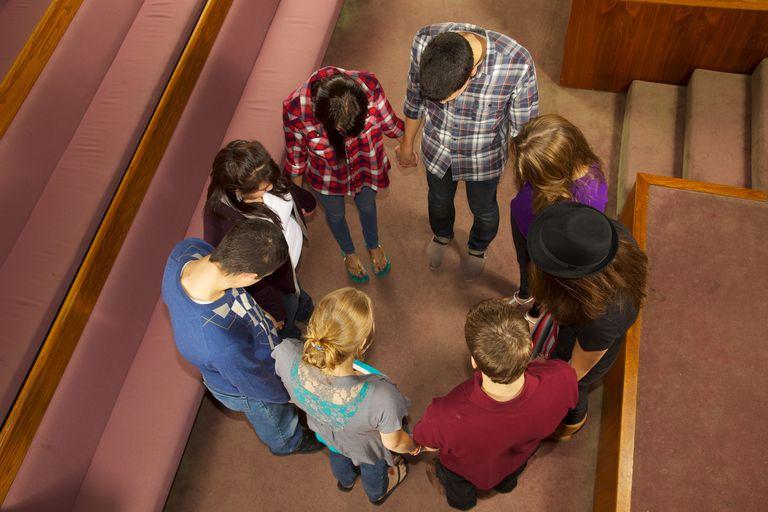 8 Teens Worship Together