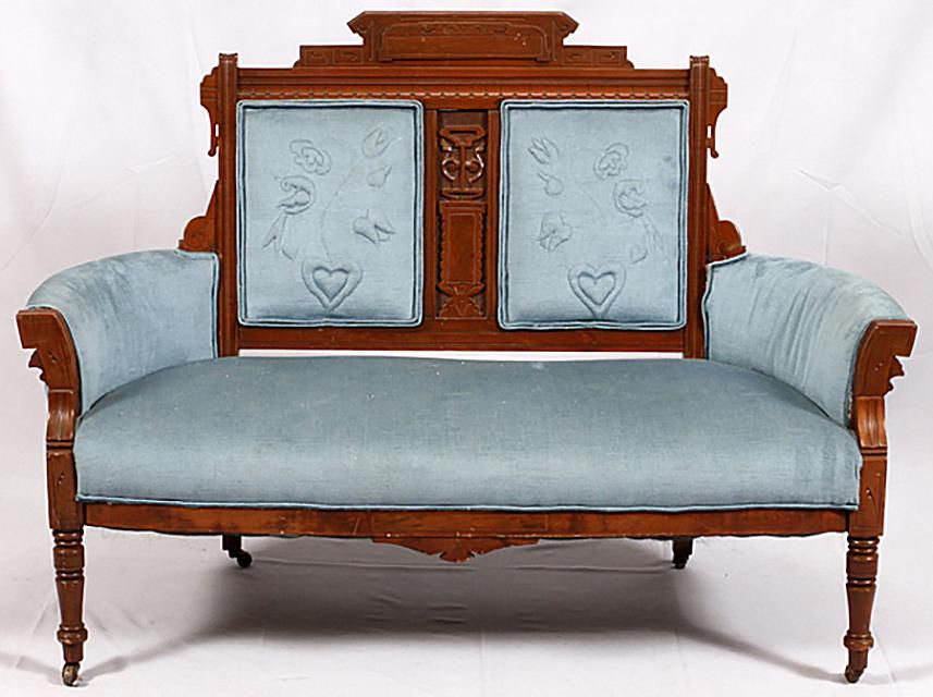 Identifying eastlake furniture from the victorian era for Queen victoria style furniture