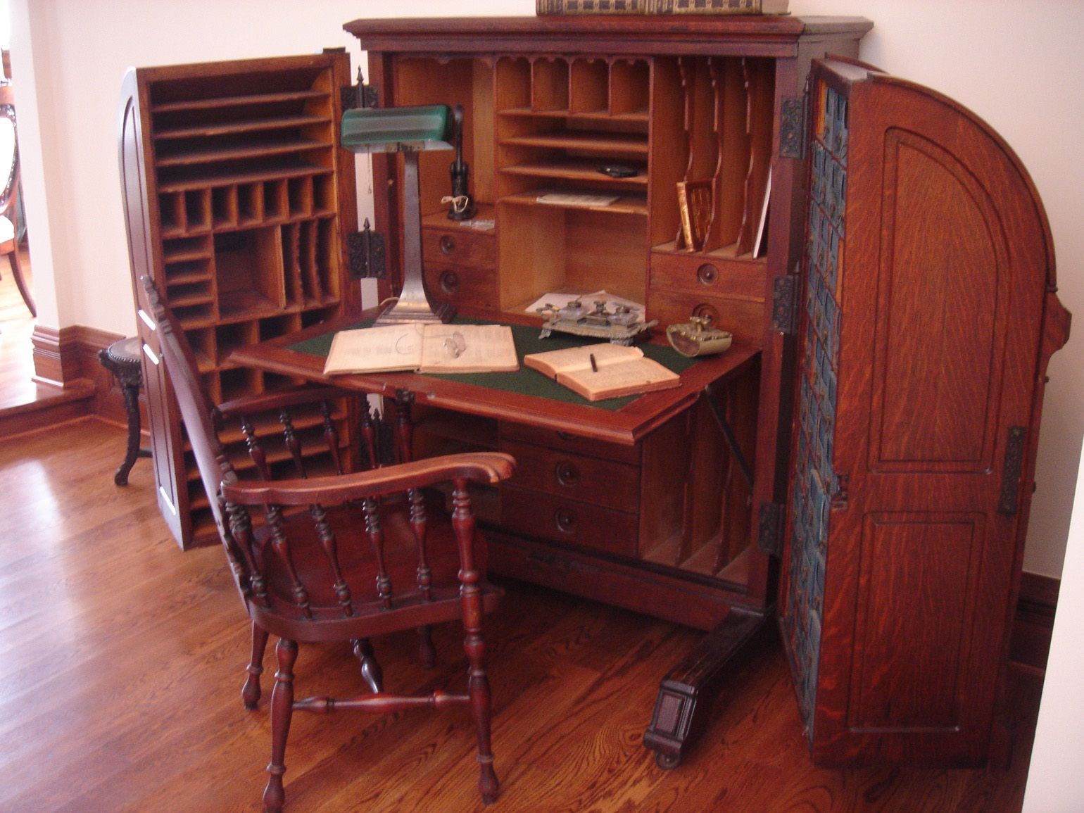 9 Antique Desk Styles You Probably Don't Know - A Guide To Identifying French Antique Furniture