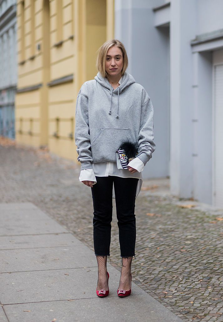 Street style - grey sweatshirt and black jeans