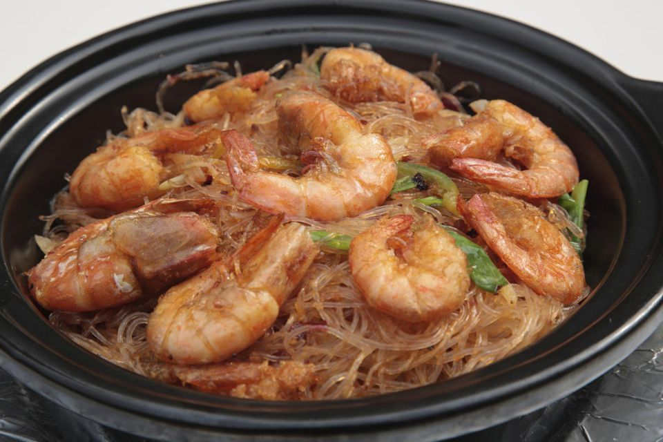 XO sauce Fried shrimps and vermicelli in clay pot, Szechuan cuisine