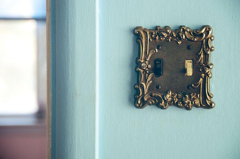 Wall light switch