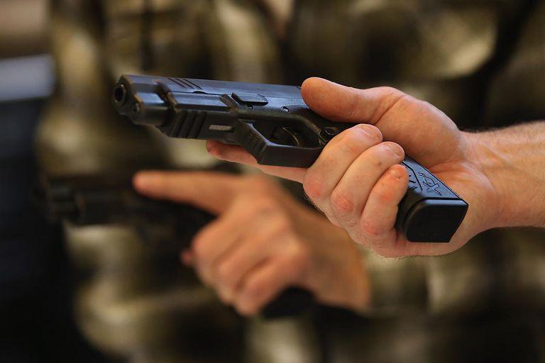 Gun Appreciation Day Draws Out Gun Enthusiasts