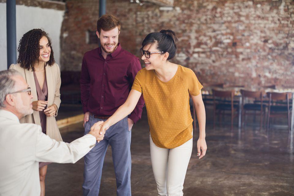 7 Tips on Proper Handshake Etiquette