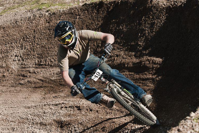 Downhill bike racing