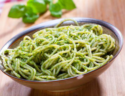 how to make basil pesto sauce for pasta
